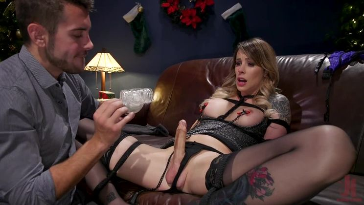 Best Christmas Ever: Gorgeous Casey Kisses Submits To Dante Colle