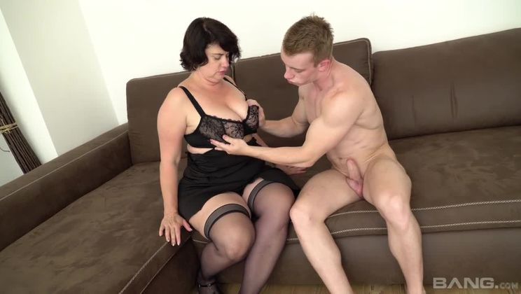 Mature slut Petra sucks off her delivery guy in sexy granny lingerie